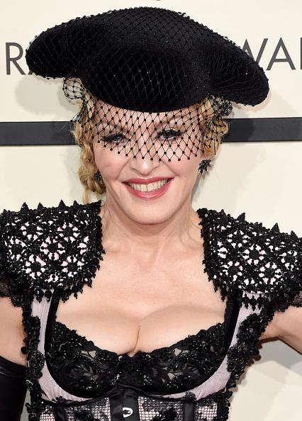 Singer「57th GRAMMY Awards - Arrivals」:写真・画像(11)[壁紙.com]