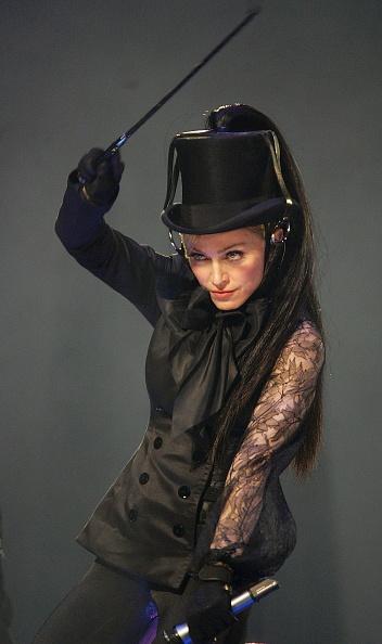 Collar「Madonna In Concert During Confessions Tour」:写真・画像(7)[壁紙.com]