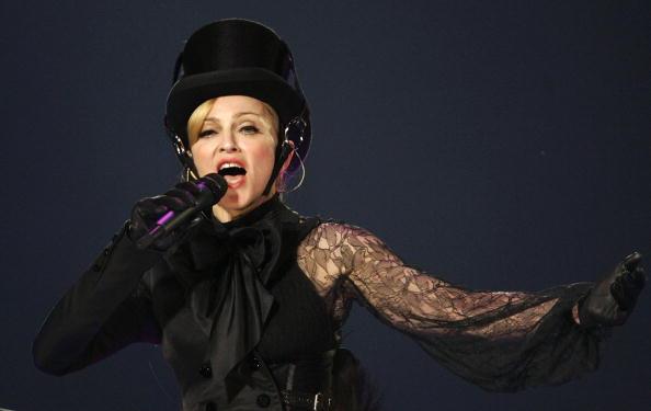 Collar「Madonna In Concert During Confessions Tour」:写真・画像(9)[壁紙.com]