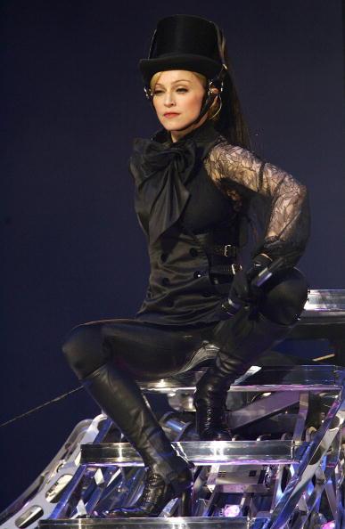 Collar「Madonna In Concert During Confessions Tour」:写真・画像(8)[壁紙.com]