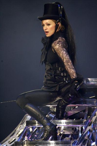 Collar「Madonna In Concert During Confessions Tour」:写真・画像(10)[壁紙.com]
