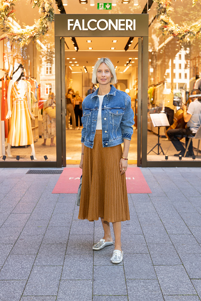 Midi Skirt「Store Opening Falconeri In Dusseldorf」:写真・画像(10)[壁紙.com]
