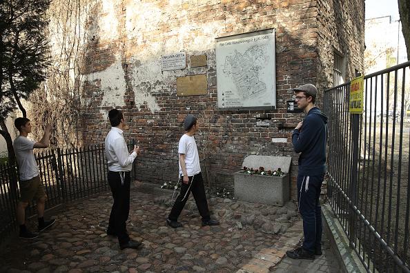 Sean Gallup「Warsaw Ghetto Uprising 75th Anniversary Nears」:写真・画像(14)[壁紙.com]