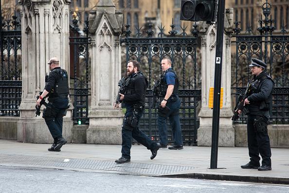 英国 ロンドン「Firearms Incident Takes Place Outside Parliament」:写真・画像(10)[壁紙.com]