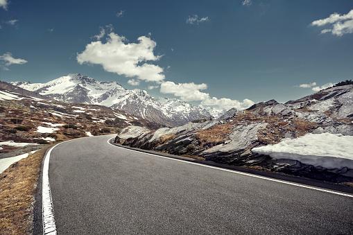 Empty Road「Curved empty road on mountain pass, San Bernardino, Switzerland」:スマホ壁紙(11)