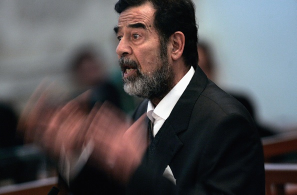 Saddam Hussein「Saddam Hussein Ordered Back Into Court」:写真・画像(3)[壁紙.com]