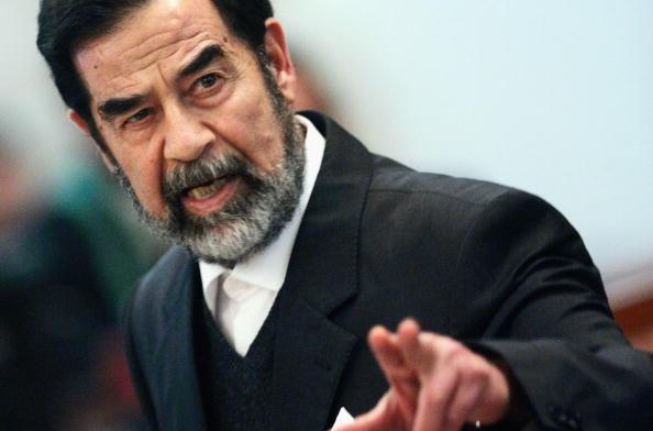 Saddam Hussein「Saddam Hussein Ordered Back Into Court」:写真・画像(7)[壁紙.com]