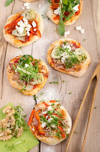 Pepper - Seasoning「Homemade mini pizzas with arugula, sheep cheese, artickokes, tuna and tomato sauce」:スマホ壁紙(7)