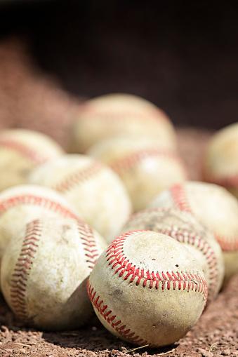野球「Baseballs in the dirt.」:スマホ壁紙(2)