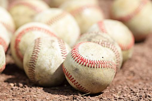 野球「Baseballs in the dirt.」:スマホ壁紙(1)