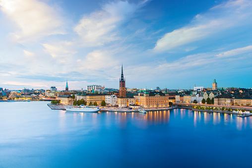 Island「Riddarholmen and Gamla Stan Skyline in Stockholm at Twilight, Sweden」:スマホ壁紙(11)