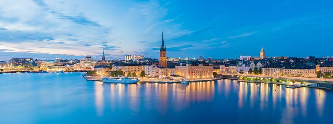 cloud「Riddarholmen と夕暮れ、スウェーデン ストックホルムのガムラ ・ スタンのスカイライン」:スマホ壁紙(8)