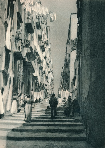 Washing「Street in the suburbs, Naples, Italy」:写真・画像(18)[壁紙.com]