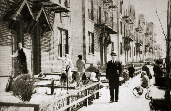 Queens - New York City「A Street In The Borough Of Queens New York USA Early 1930s」:写真・画像(4)[壁紙.com]