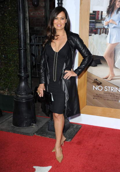 """Clutch Bag「Premiere Of Paramount Pictures' """"No Strings Attached"""" - Arrivals」:写真・画像(1)[壁紙.com]"""