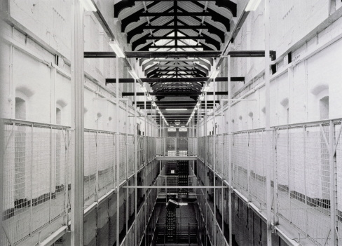 1990-1999「Wormwood Scrubs Prison, interior, London, England (B&W)」:スマホ壁紙(13)