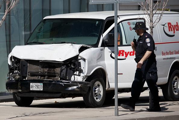 Toronto「Rental Van Plows Into Pedestrians On Toronto Street, Injuring At Least Eight」:写真・画像(2)[壁紙.com]