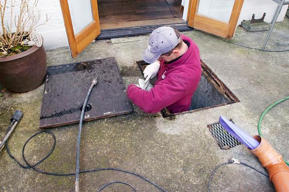 Concrete「Drain investigation on domestic property. UK.」:写真・画像(3)[壁紙.com]