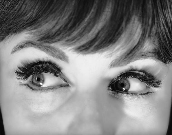 眼「Close-up on woman's eyes」:写真・画像(3)[壁紙.com]