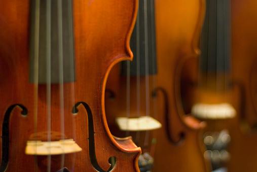 Violin「Close-up on Three Violins」:スマホ壁紙(2)