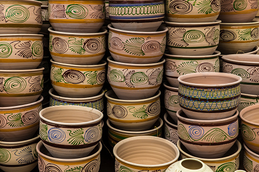 Iranian Culture「Ceramic bowls displayed outside factory」:スマホ壁紙(13)