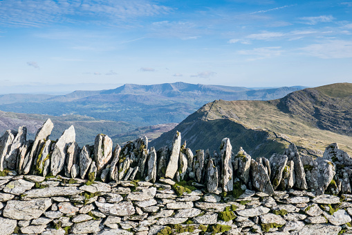 High Country「Stone wall and view to Cadair Idris;image taken from The Cambrian Way between Barmouth and the summit of Y Lethr, which is the highest point in the Rhinog mountains. August」:スマホ壁紙(10)