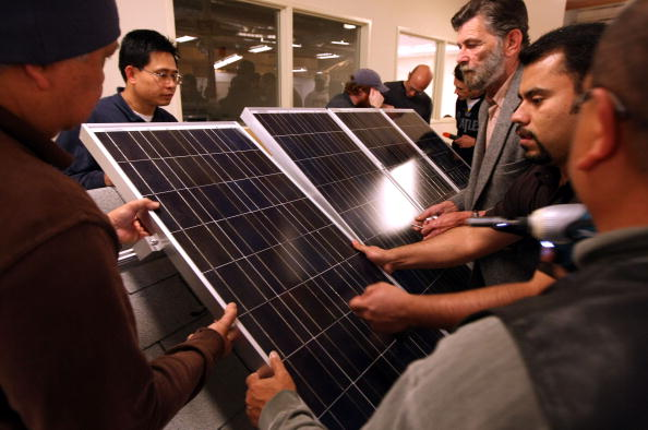 Solar Energy「College Course Teaches Solar Panel Installation To Students」:写真・画像(3)[壁紙.com]