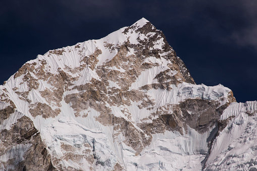 Khumbu Glacier「Close up view of the Nuptse summit in the Everest Himalayas near Gorak Shep, Everest Base Camp Trek, Nepal」:スマホ壁紙(17)