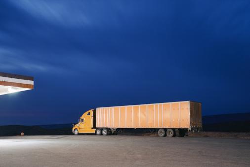 Mid Distance「Truck on road by petrol station, dusk」:スマホ壁紙(14)
