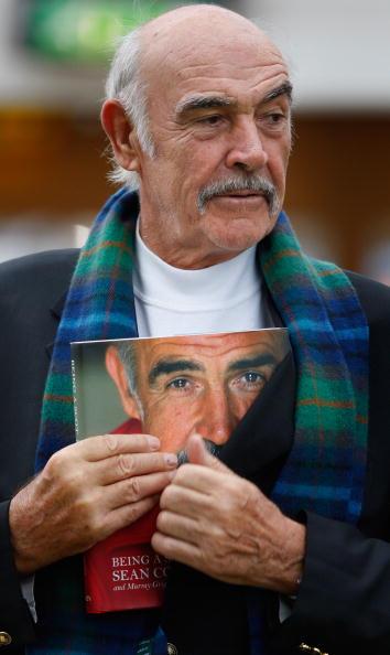 Casual Clothing「Sir Sean Connery Unveils Memoirs At Edinburgh Book Festival」:写真・画像(14)[壁紙.com]