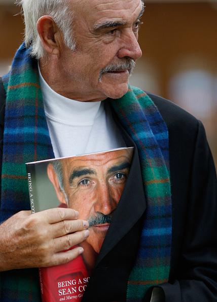 Casual Clothing「Sir Sean Connery Unveils Memoirs At Edinburgh Book Festival」:写真・画像(16)[壁紙.com]