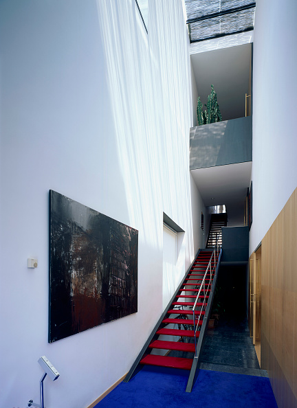 2008「An artistic painting near a stairway」:写真・画像(1)[壁紙.com]