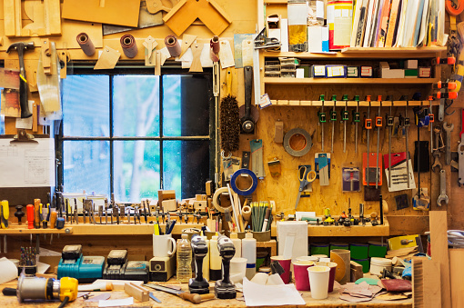 Workshop「USA, Maine, Lincolnville, Carpentry workbench with tools」:スマホ壁紙(6)