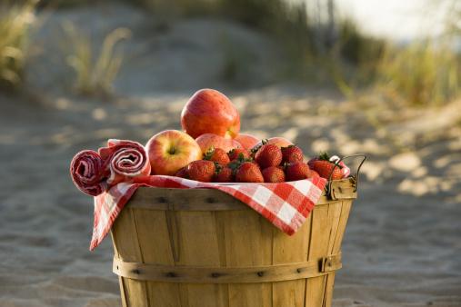 Picnic「Bushel basket of fruit」:スマホ壁紙(17)