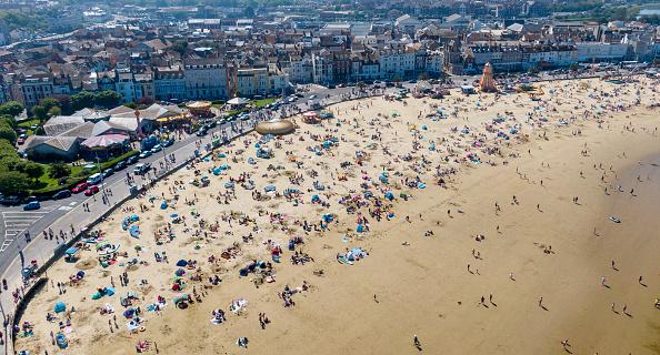 Sunlight「Brits Bask In Long-awaited Sunshine On Bank Holiday」:写真・画像(5)[壁紙.com]