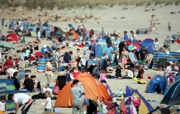 Lands End - Cornwall「Warm Weather Encourages Busy Bank Holiday Weekend」:写真・画像(17)[壁紙.com]