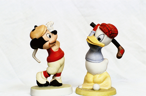 ミッキーマウス「Hand-painted golfing figures of Mickey Mouse and Donald Duck, c1930s.」:写真・画像(17)[壁紙.com]