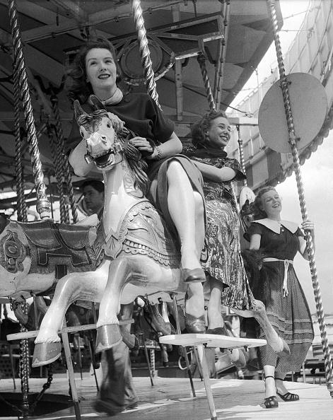 Amusement Park Ride「Merry-Go-Round」:写真・画像(0)[壁紙.com]