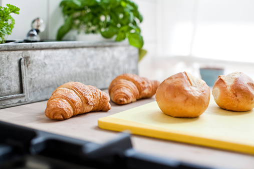 Bun - Bread「Two croissants and two bread rolls」:スマホ壁紙(17)