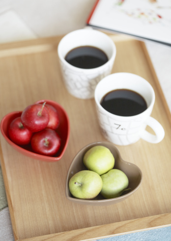 Two Objects「Apple and coffee」:スマホ壁紙(12)
