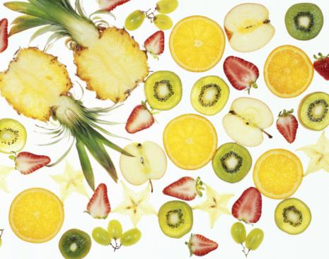 Kiwi「Sliced fruit on illuminated white surface, full frame」:スマホ壁紙(5)