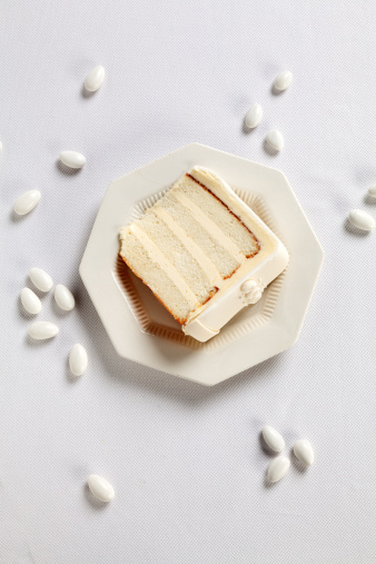 Wedding Cake「White slice of Wedding Cake and Jordan Almonds」:スマホ壁紙(5)