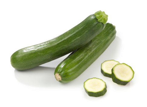 Zucchini「Two courgettes stacked with three slices beside them」:スマホ壁紙(15)