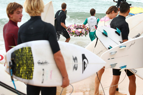 Taking a Shot - Sport「International Surfers Remember Victims Of Christchurch Mosque Attacks」:写真・画像(13)[壁紙.com]