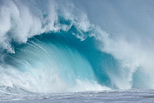 オアフ島「Big dramatic wave. Oahu, Hawaii, USA, Pacific Islands, Pacific Ocean.」:スマホ壁紙(7)