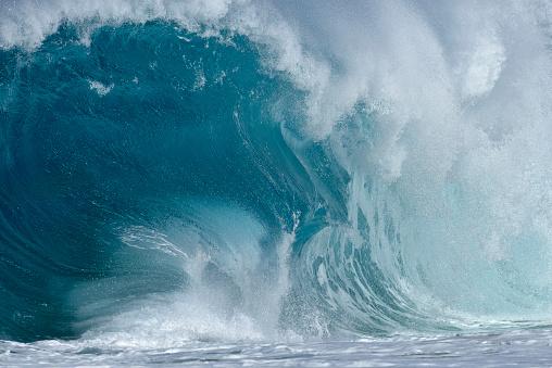 オアフ島「Big dramatic wave. Oahu, Hawaii, USA, Pacific Islands, Pacific Ocean.」:スマホ壁紙(9)