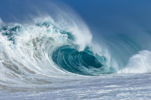 Breaking Wave「Big dramatic wave.」:スマホ壁紙(1)