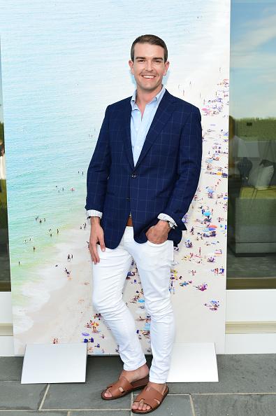 男性一人「Hamptons Magazine and Matthew Breitenbach Celebrate with Artist Gray Malin」:写真・画像(12)[壁紙.com]