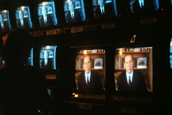 Franco Origlia「Silvio Berlusconi On TV」:写真・画像(3)[壁紙.com]