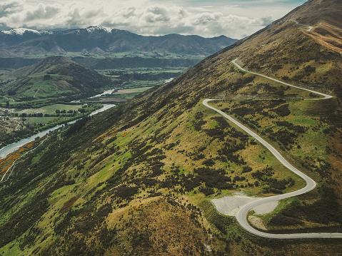 Hairpin Curve「Switchback road, Remarkables mountain range, Queenstown, South Island, New Zealand」:スマホ壁紙(6)